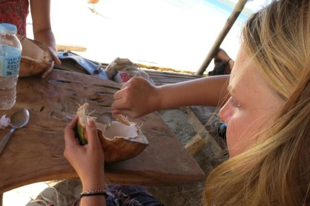 Vi drack kokosvatten och fick sedan äta köttet med : D Mums!